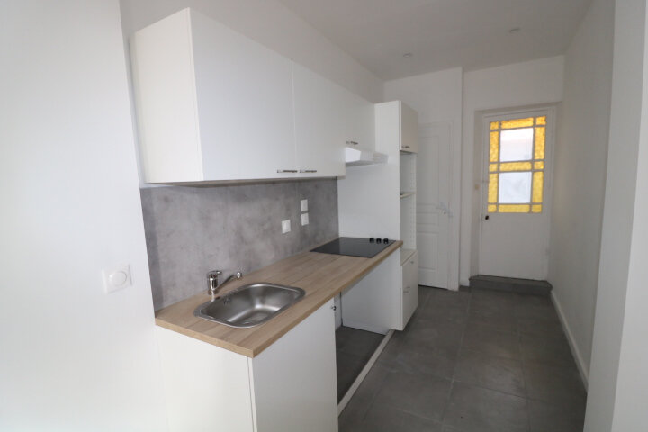 Maison à louer 3 45m2 à Marseille 9 vignette-3