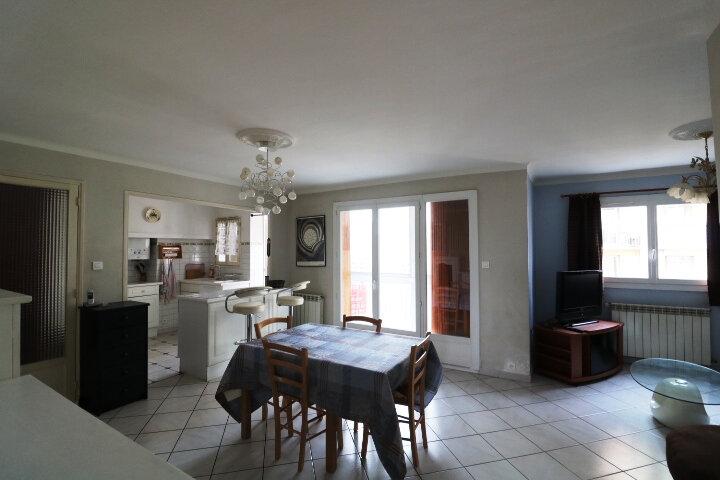 Appartement à louer 3 67.85m2 à Marseille 14 vignette-1