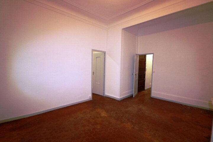 Appartement à louer 3 63.22m2 à Marseille 6 vignette-1