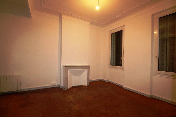 Appartement à louer 3 63.22m2 à Marseille 6 vignette-3