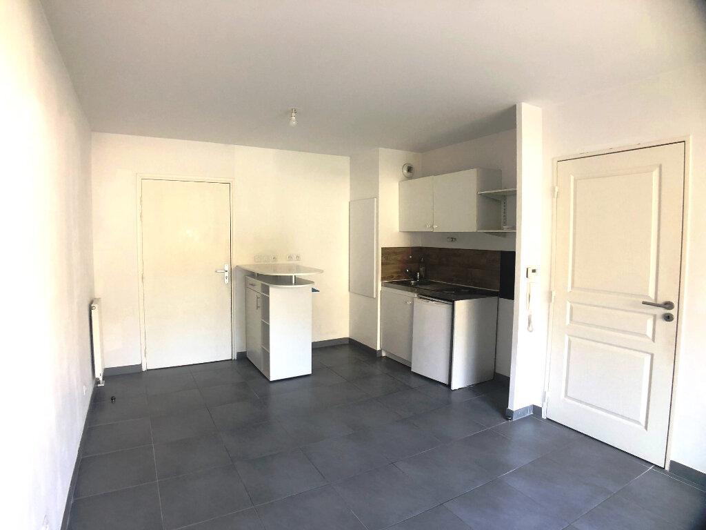 Appartement à louer 2 40m2 à Marseille 11 vignette-2