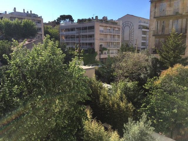 Appartement à louer 2 41.6m2 à Marseille 8 vignette-1
