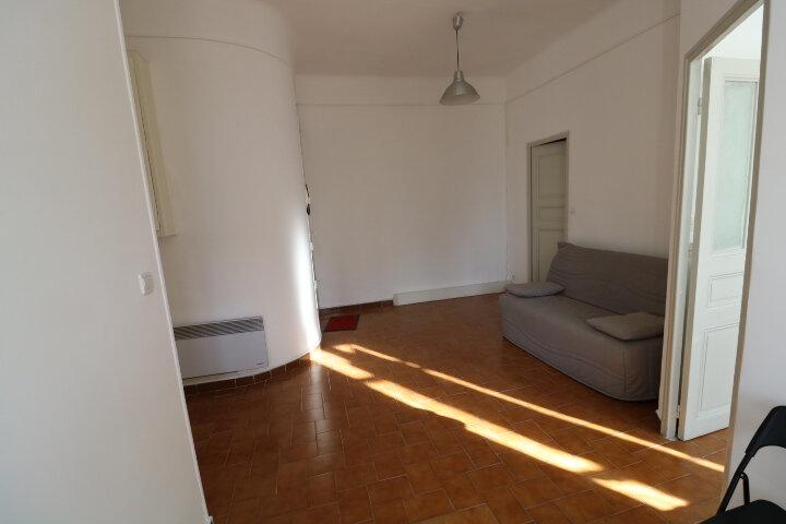 Appartement à louer 2 41.6m2 à Marseille 8 vignette-3