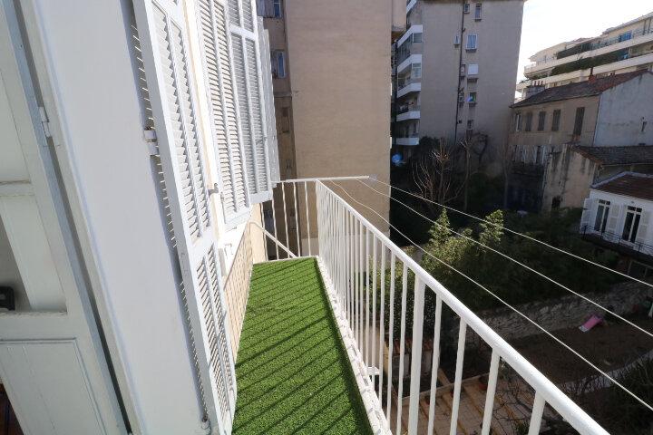 Appartement à louer 2 41.6m2 à Marseille 8 vignette-4