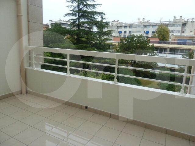 Appartement à louer 2 46m2 à Marseille 8 vignette-2
