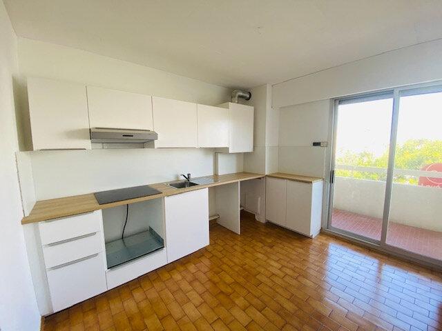 Appartement à louer 3 72.96m2 à Marseille 8 vignette-2