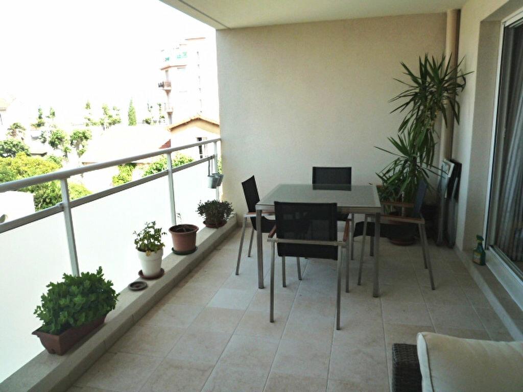 Appartement à louer 3 66m2 à Marseille 9 vignette-3