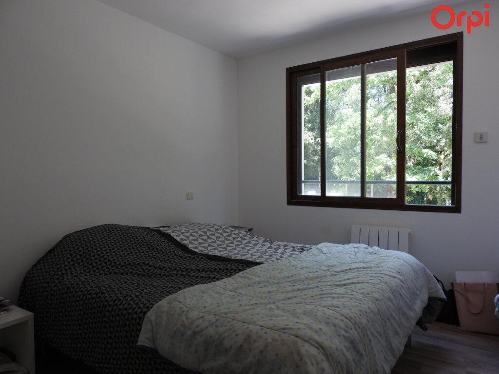 Maison à vendre 11 374.3m2 à Saint-Romain-de-Benet vignette-3