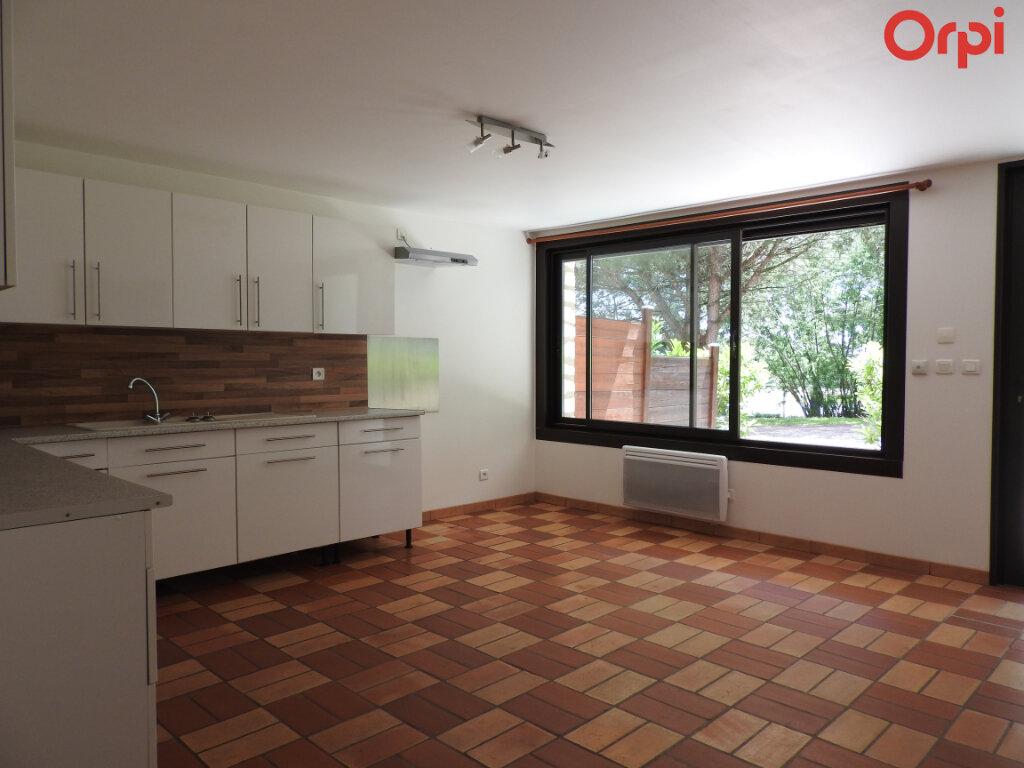 Maison à vendre 11 374.3m2 à Saint-Romain-de-Benet vignette-5