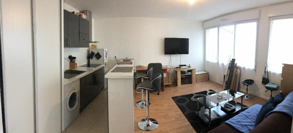 Appartement à louer 2 40.8m2 à Les Ulis vignette-1