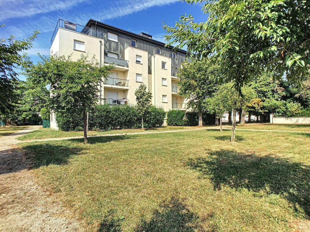 Appartement à louer 2 47.94m2 à Saint-Jean-de-Braye vignette-1