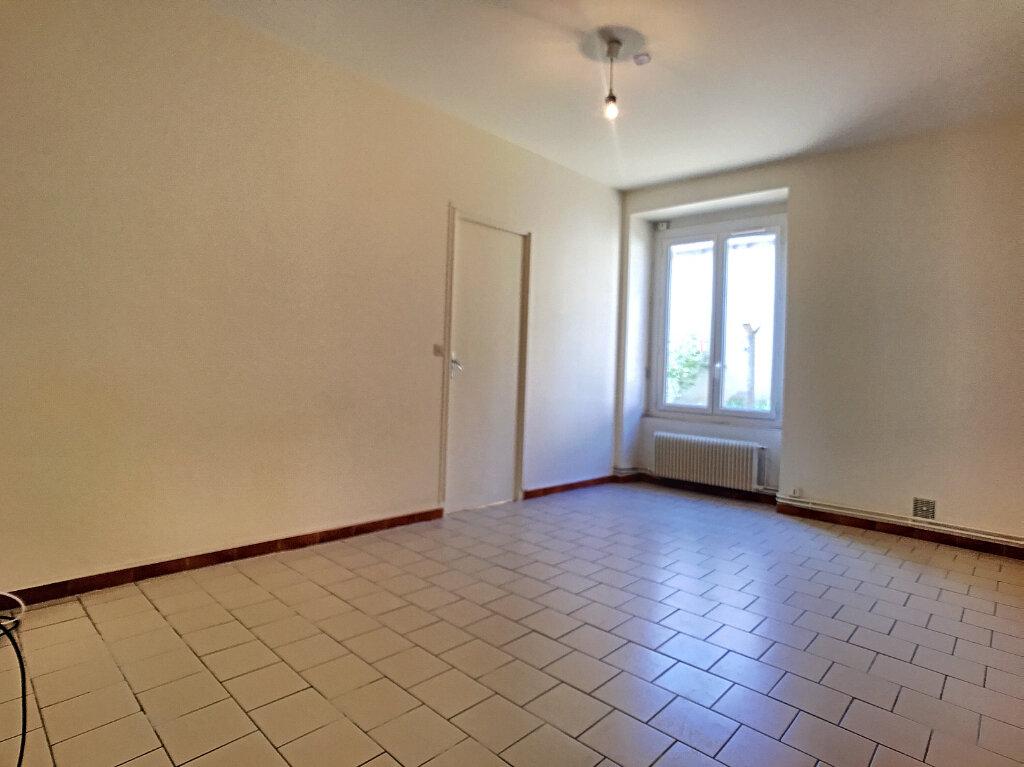 Appartement à louer 2 43.5m2 à Orléans vignette-2