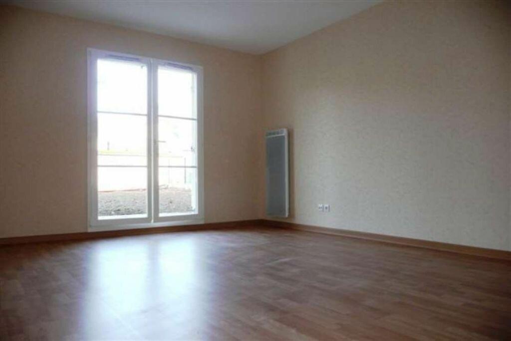 Appartement à louer 2 49.75m2 à Étampes vignette-2