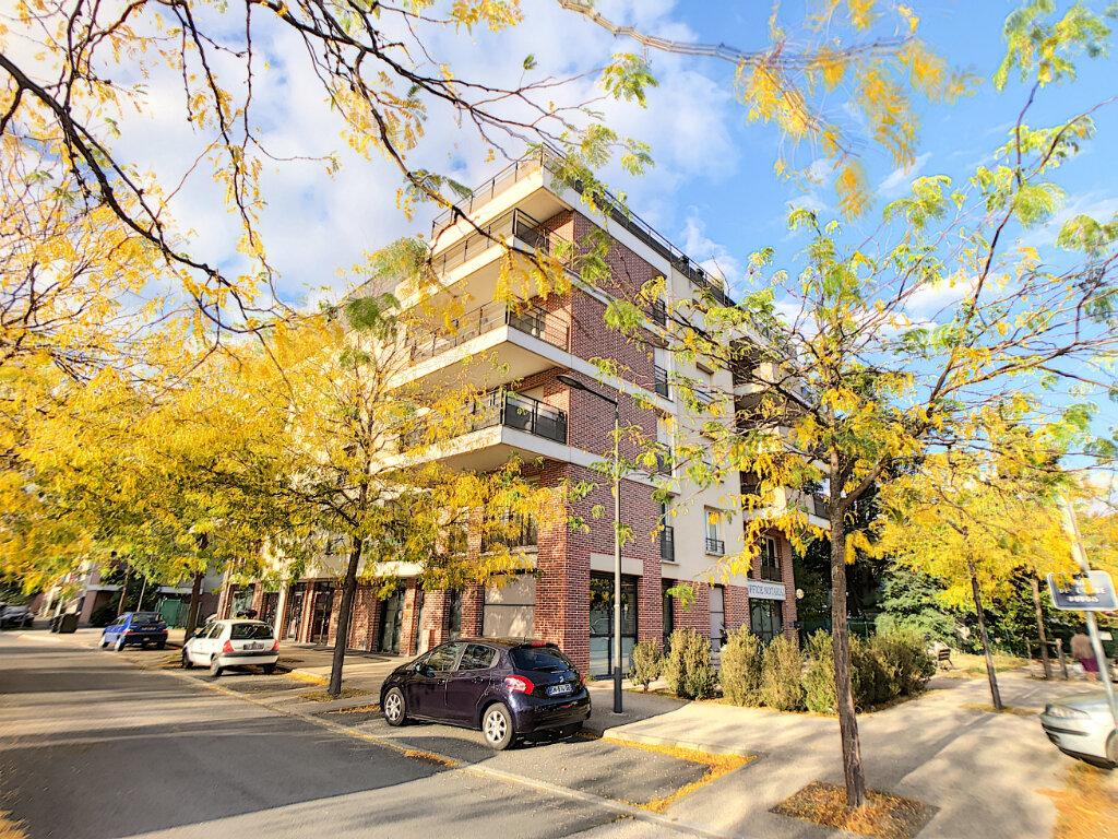 Appartement à louer 3 68.8m2 à Orléans vignette-1