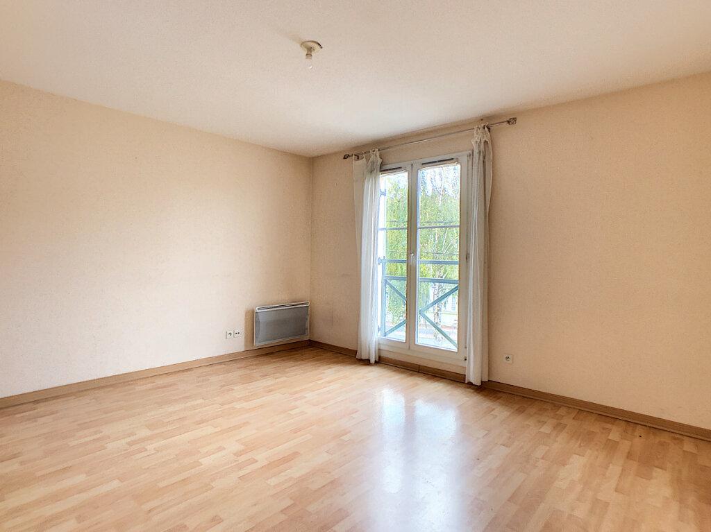 Appartement à louer 2 42.9m2 à Étampes vignette-2