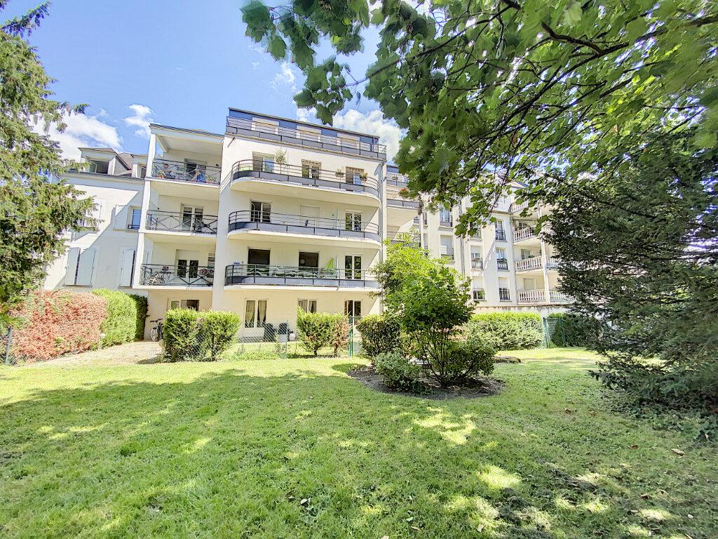 Appartement à louer 3 60.57m2 à Orléans vignette-1