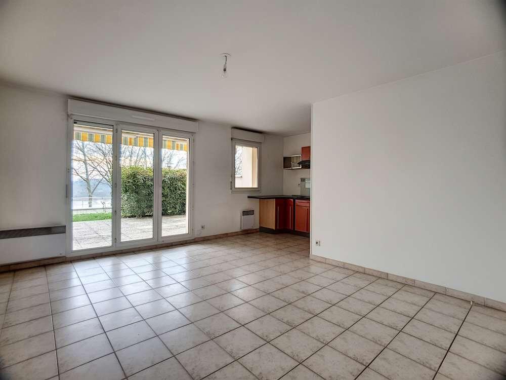 Appartement à louer 2 48.83m2 à Saint-Jean-de-la-Ruelle vignette-1
