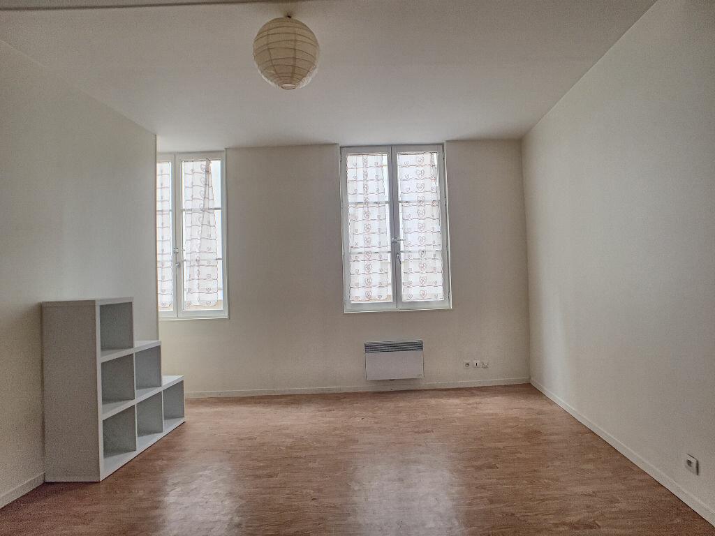 Appartement à louer 2 36.9m2 à Orléans vignette-2
