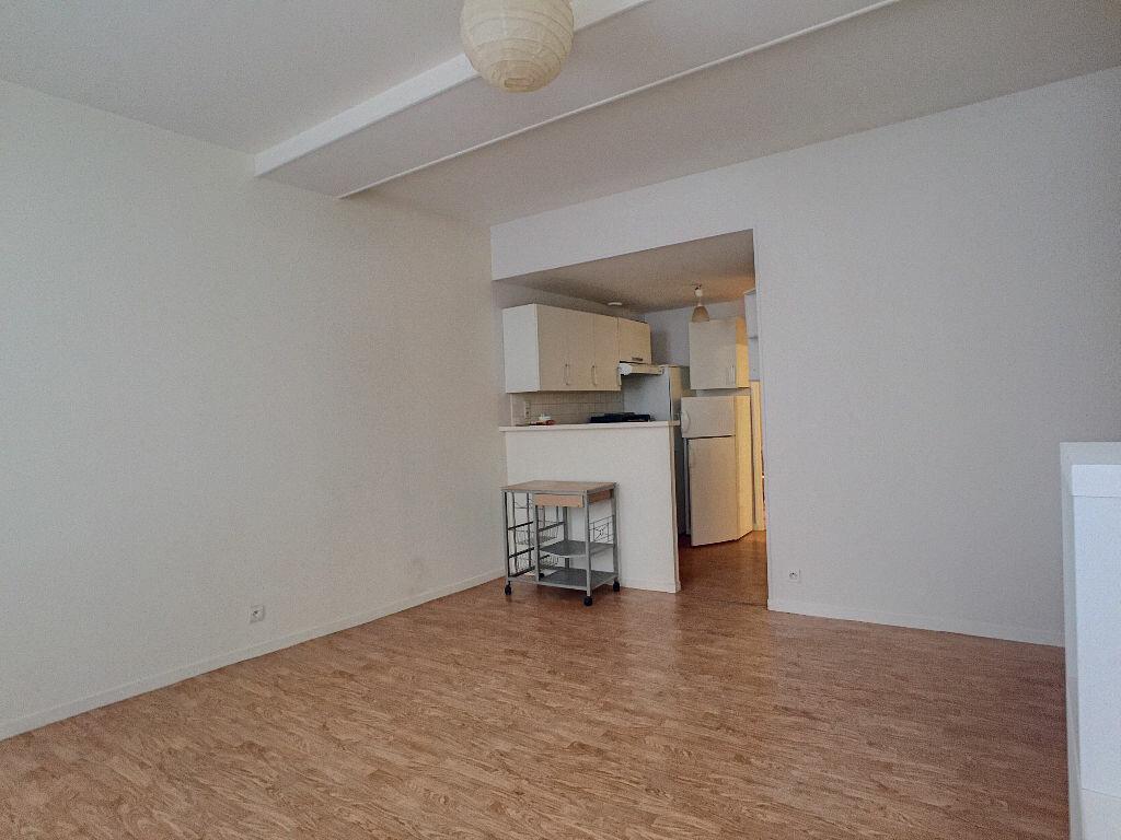 Appartement à louer 2 36.9m2 à Orléans vignette-5
