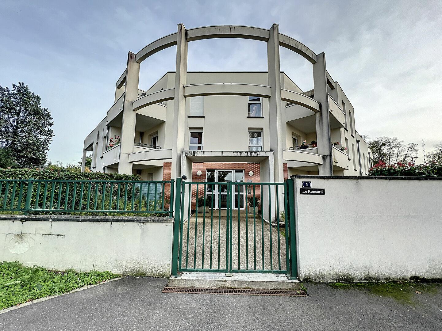 Appartement à louer 2 48.51m2 à Saint-Jean-de-la-Ruelle vignette-1