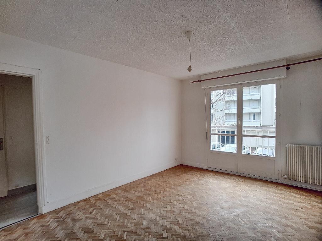 Appartement à louer 2 37.76m2 à Orléans vignette-4