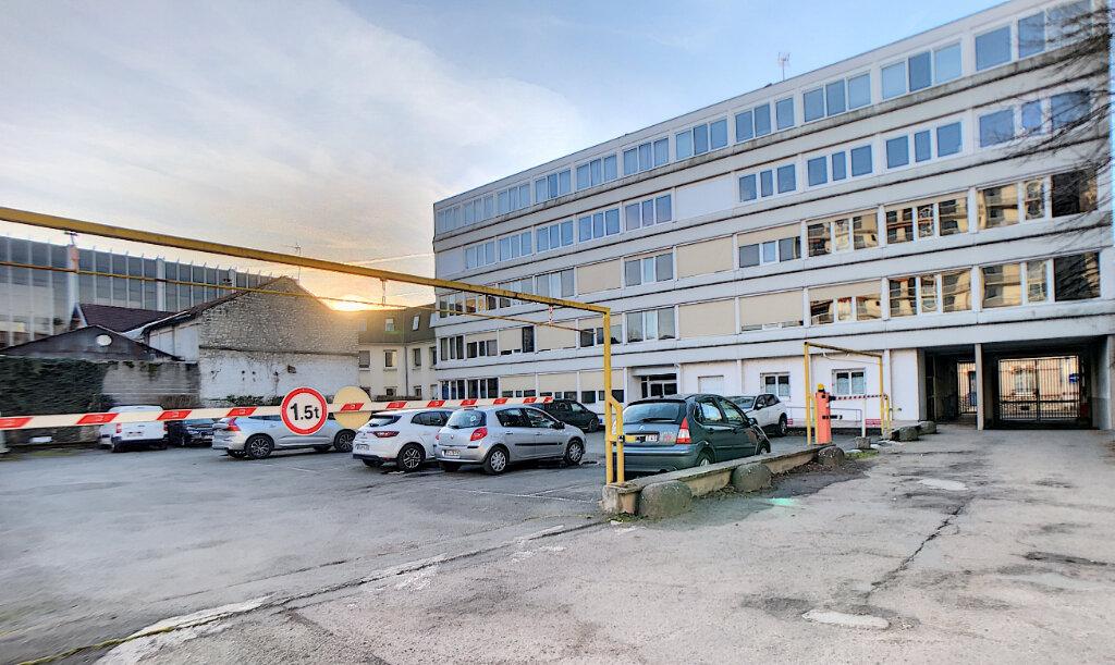 Stationnement à louer 0 12m2 à Orléans vignette-1