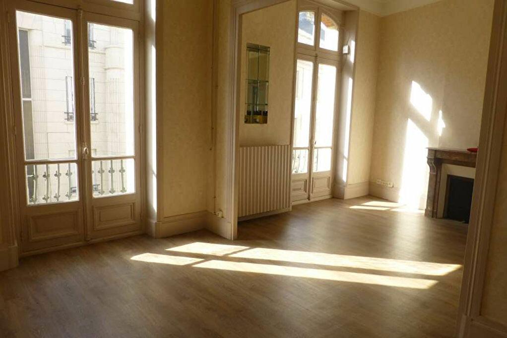 Appartement à louer 2 41.67m2 à Orléans vignette-1