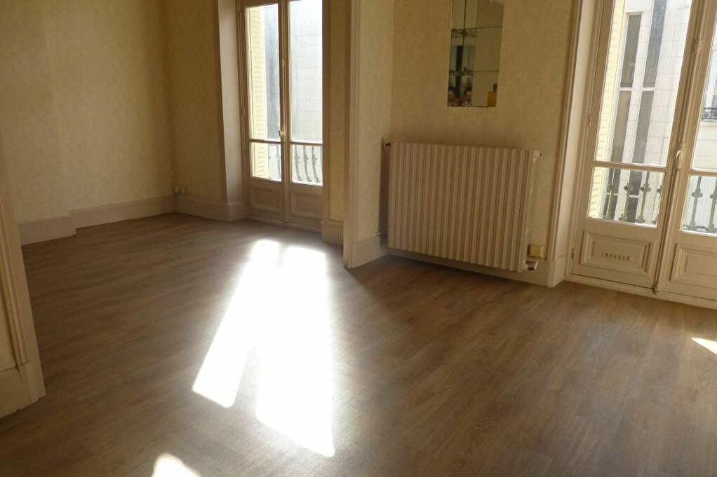 Appartement à louer 2 41.67m2 à Orléans vignette-3