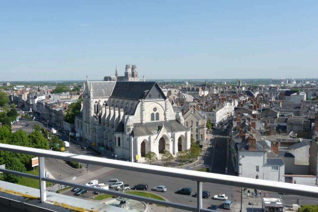 Appartement à louer 2 59.6m2 à Orléans vignette-1