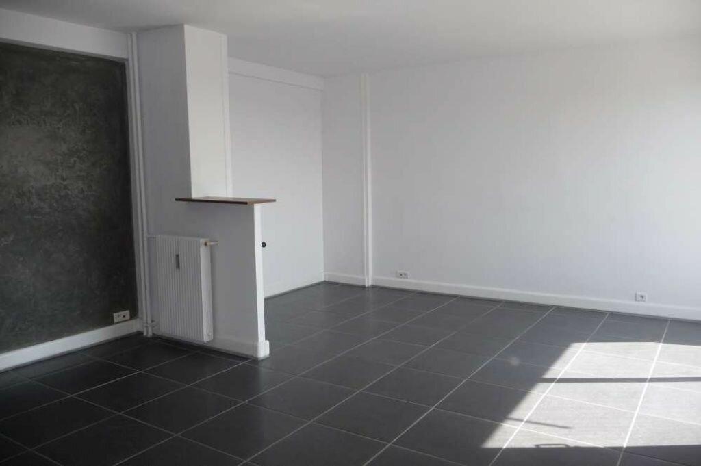 Appartement à louer 2 59.6m2 à Orléans vignette-4