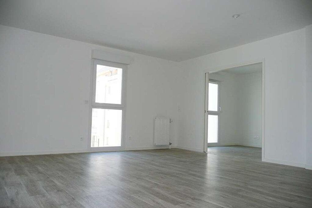Appartement à louer 3 63.94m2 à Orléans vignette-2