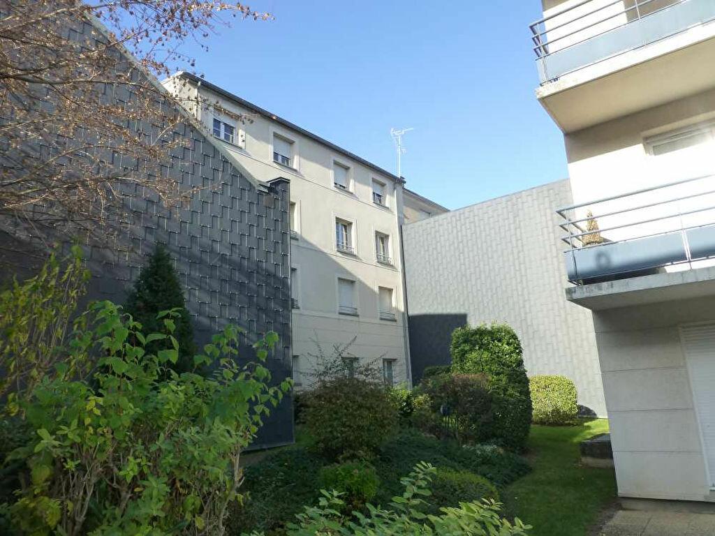 Appartement à louer 2 41.2m2 à Orléans vignette-1