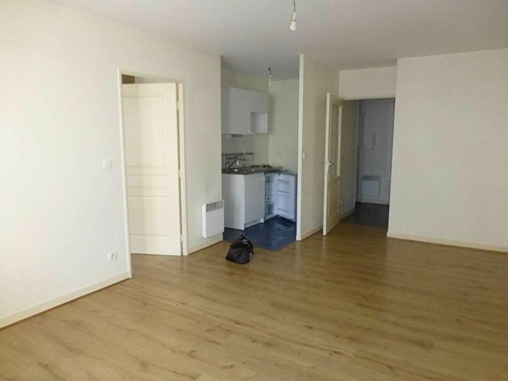 Appartement à louer 2 41.2m2 à Orléans vignette-2