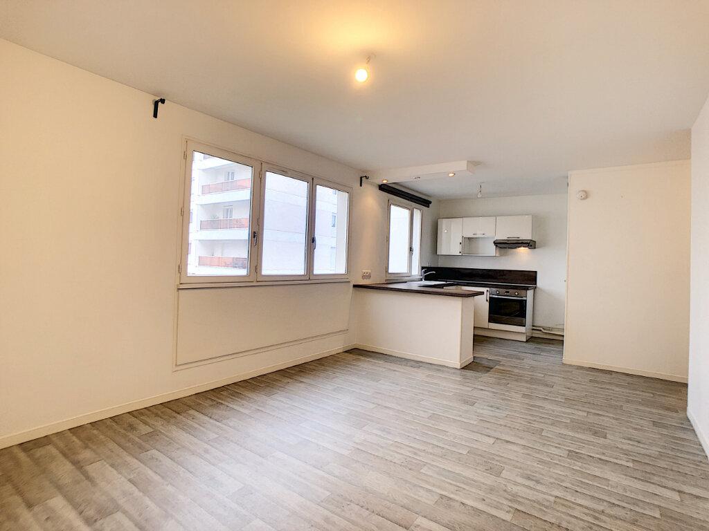 Appartement à louer 3 62.56m2 à Saint-Jean-de-Braye vignette-1