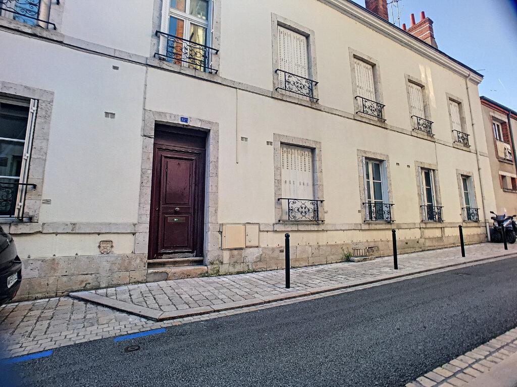 Appartement à louer 1 27.28m2 à Orléans vignette-1