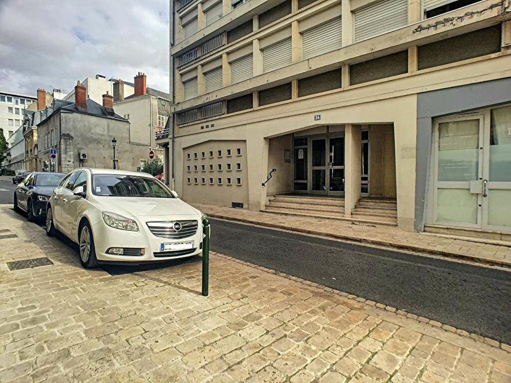 Stationnement à louer 0 0m2 à Orléans vignette-1