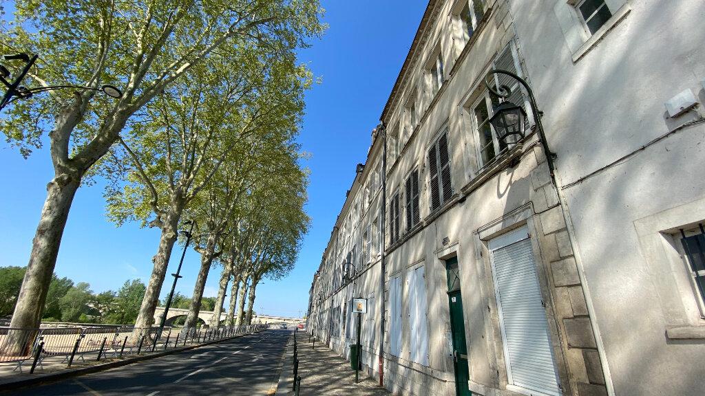 Appartement à louer 1 19.7m2 à Orléans vignette-1