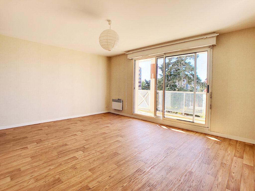 Appartement à louer 3 73.9m2 à Orléans vignette-2