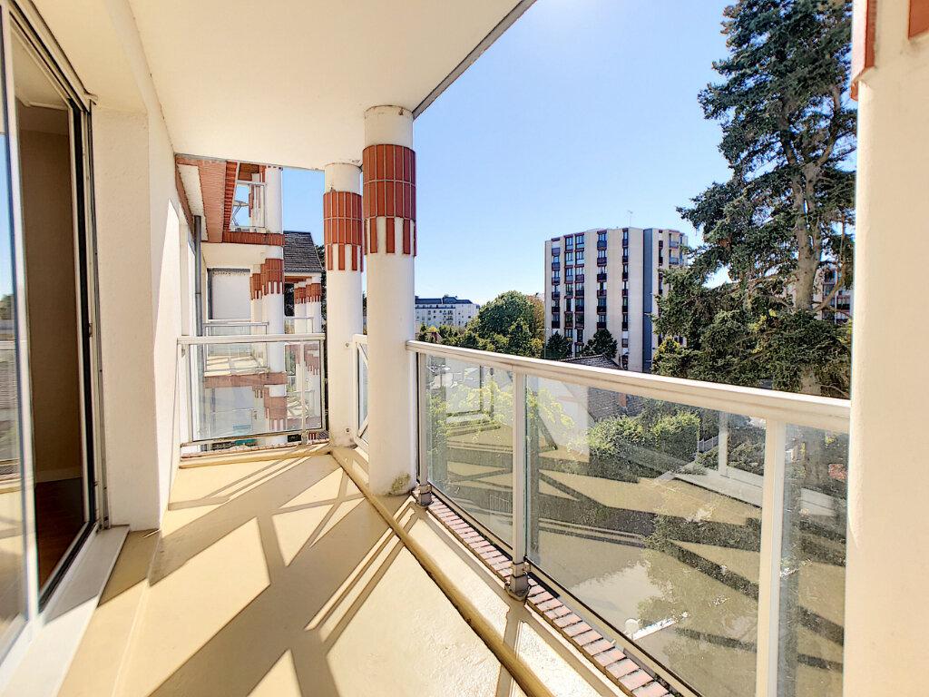 Appartement à louer 3 73.9m2 à Orléans vignette-4