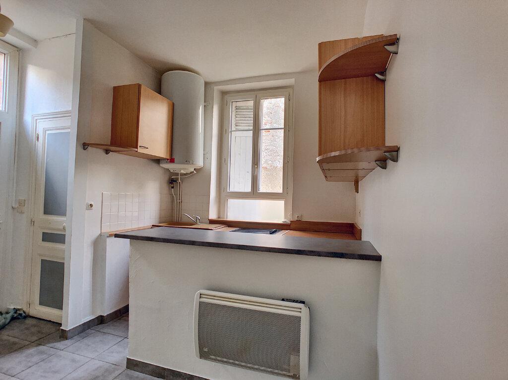 Appartement à louer 3 66.75m2 à Orléans vignette-3