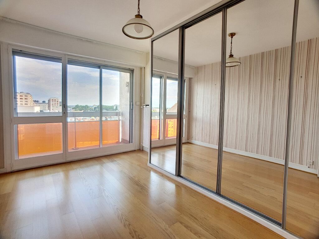 Appartement à louer 4 86.02m2 à Orléans vignette-6