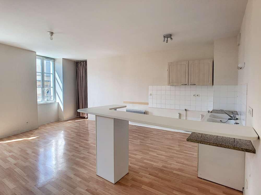 Appartement à louer 4 92.47m2 à Orléans vignette-1