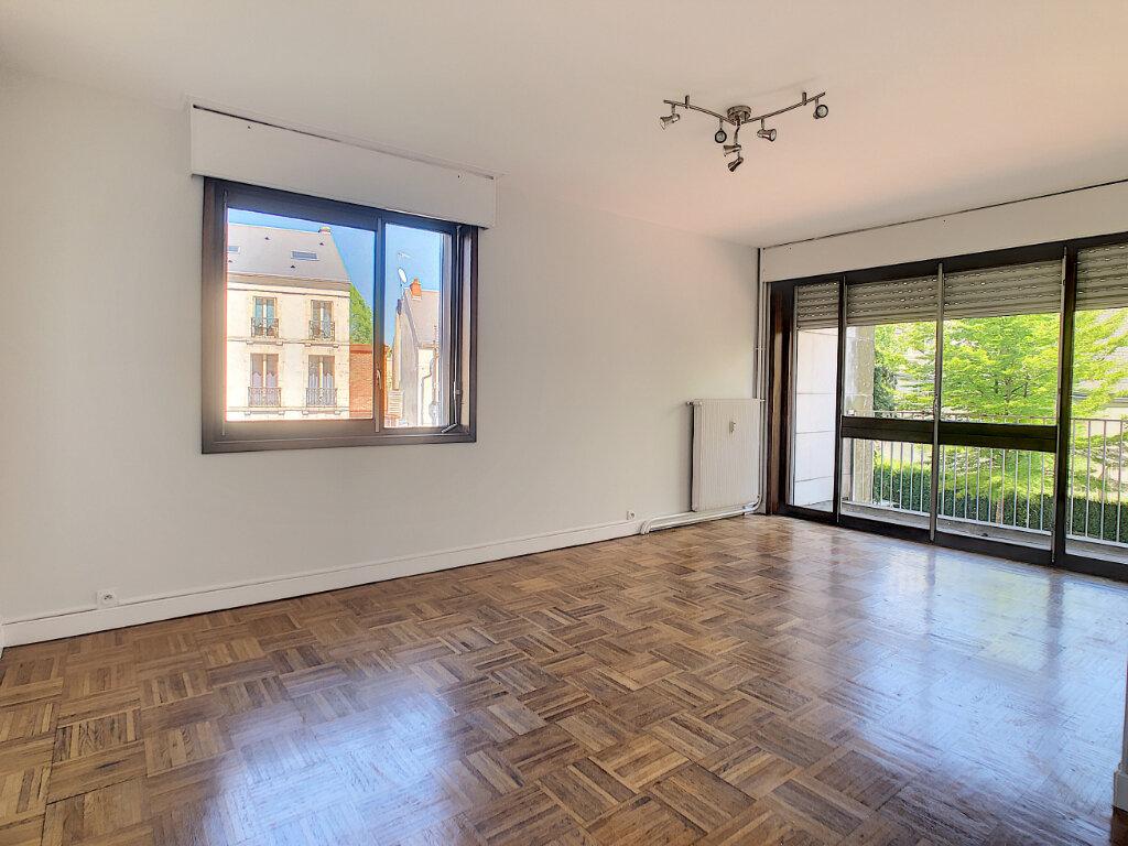 Appartement à louer 3 66.4m2 à Orléans vignette-1