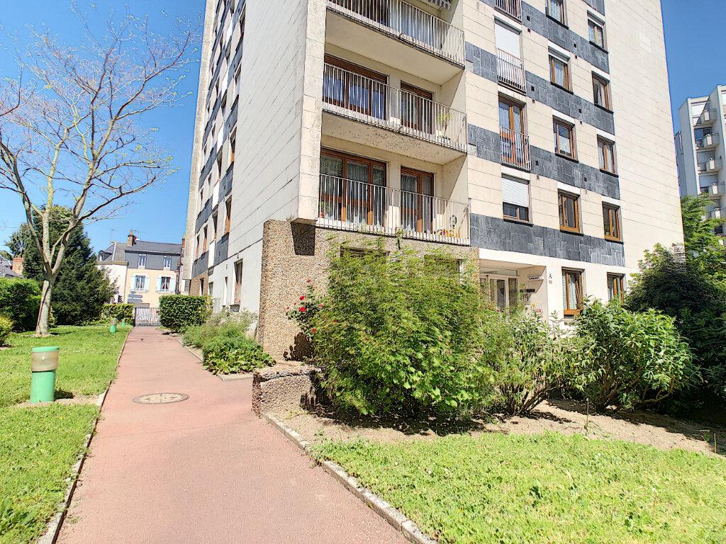 Appartement à louer 3 66.4m2 à Orléans vignette-2