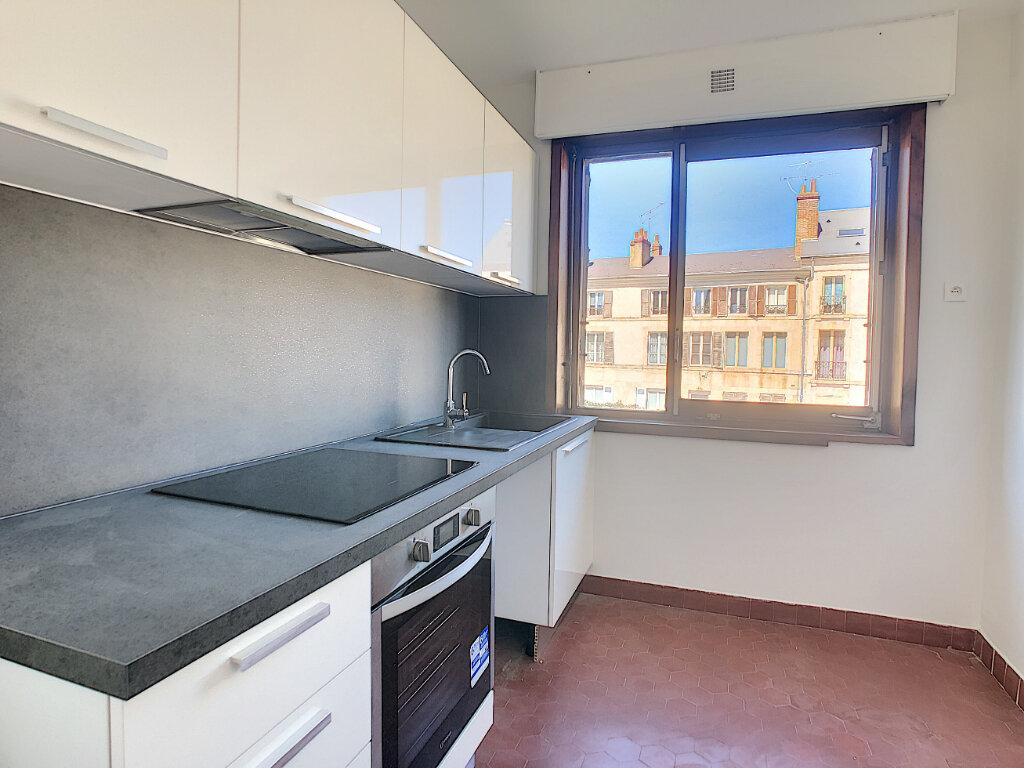 Appartement à louer 3 66.4m2 à Orléans vignette-3