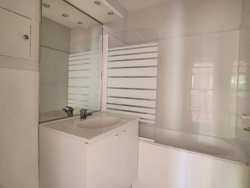 Appartement à louer 3 66.4m2 à Orléans vignette-6