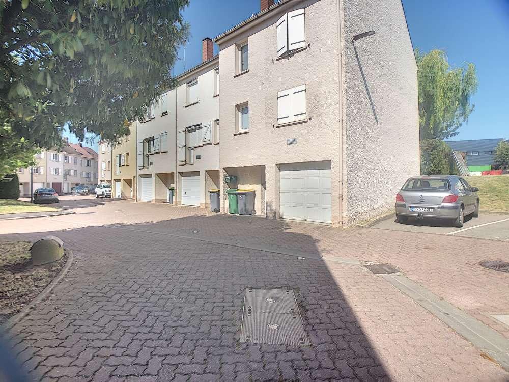 Maison à louer 5 109.45m2 à Saint-Jean-de-la-Ruelle vignette-1