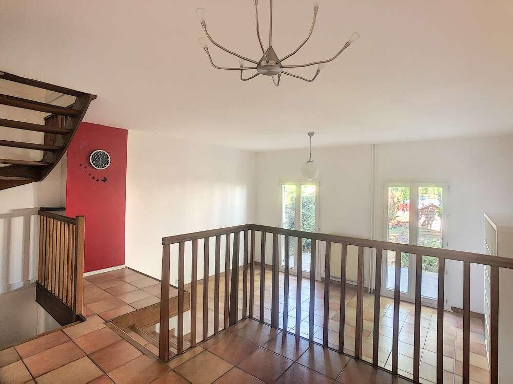 Maison à louer 5 109.45m2 à Saint-Jean-de-la-Ruelle vignette-7