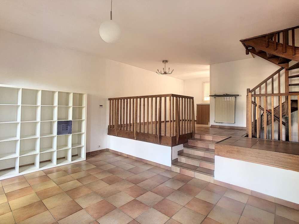 Maison à louer 5 109.45m2 à Saint-Jean-de-la-Ruelle vignette-9