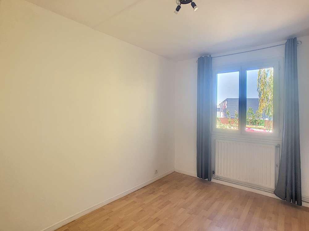 Maison à louer 5 109.45m2 à Saint-Jean-de-la-Ruelle vignette-11